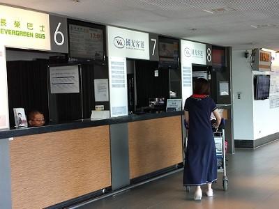 桃園国際空港の国光客運のチケットカウンター