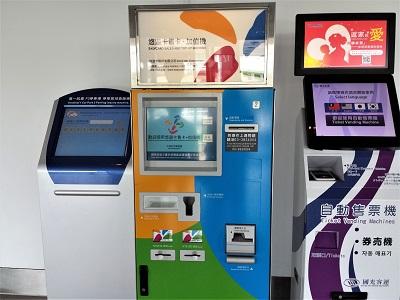 桃園空港のバス乗り場で悠遊カードが購入できる