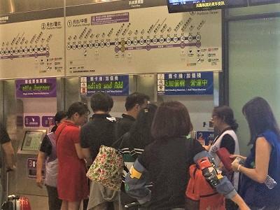 桃園MRT自販機での悠遊カードの買い方