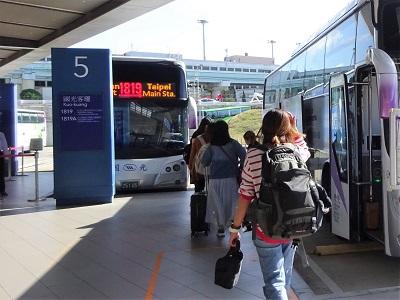 桃園空港から台北までのバスでのアクセス