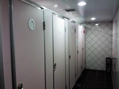 台北のホテルファンリンセンの共同シャワールーム1