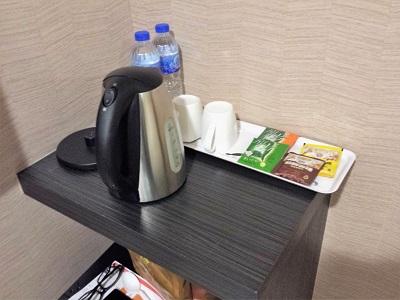 台北のホテルファンリンセンの客室に飲み物