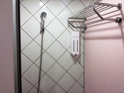 台北のホテルファンリンセンの共同シャワールーム2