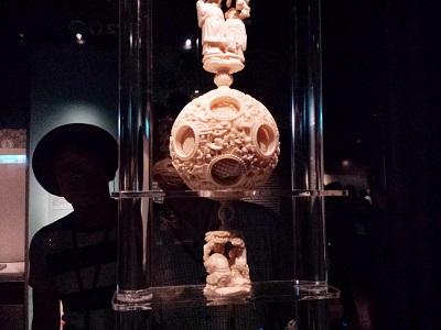 故宮博物院の象牙(彫象牙透花雲龍紋套球)