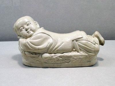 故宮博物院の陶製の童子枕