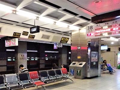 台北駅の南下月台