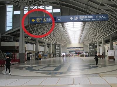 新烏日駅の出口
