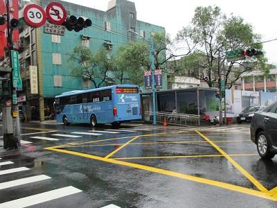 瑞芳駅から九份へのバス停