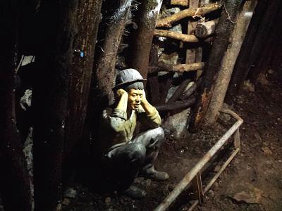 黄金博物館の本山五坑で坑道体験
