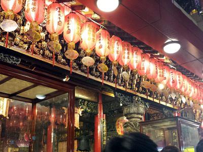 松山慈祐宮のお祭り廟内