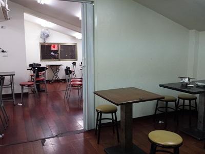 阿図麻油鶏の店内イートインスペース