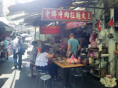台北駅のローカル食堂 老牌牛肉拉麵大王の外観