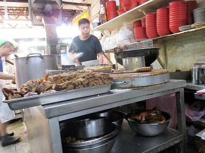 台北駅のローカル食堂 老牌牛肉拉麵大王の調理場