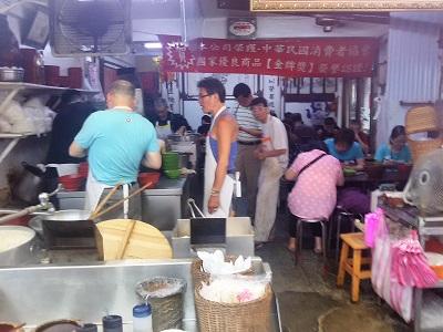 台北駅のローカル食堂 老牌牛肉拉麵大王の店内