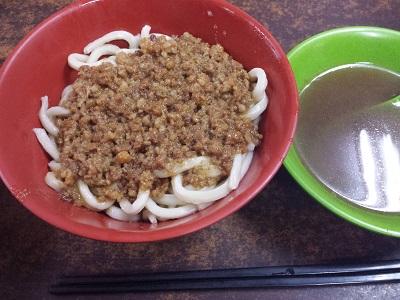 台北駅のローカル食堂 老牌牛肉拉麵大王のジャージャー麺