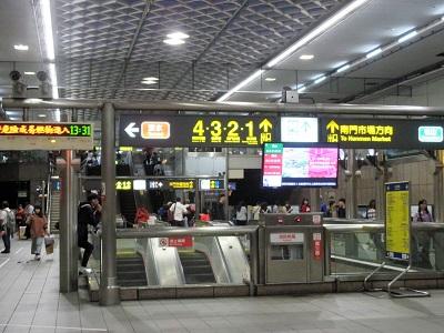 金峰魯肉飯へは中正紀念堂駅の2番出口から
