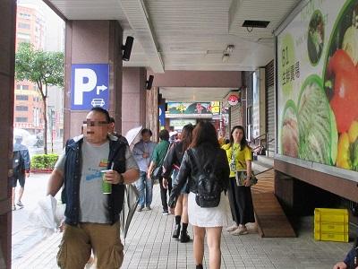 中正紀念堂駅から金峰魯肉飯までの歩き方