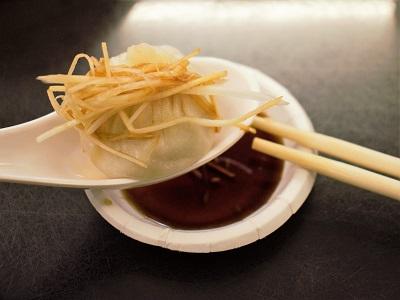 杭州小籠包の小籠包を食べる