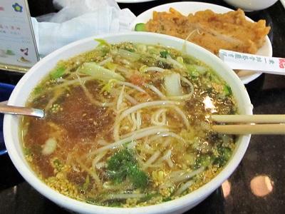 東一排骨総店の排骨麺