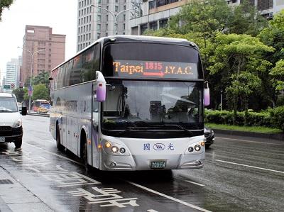 野柳行きのバス1815