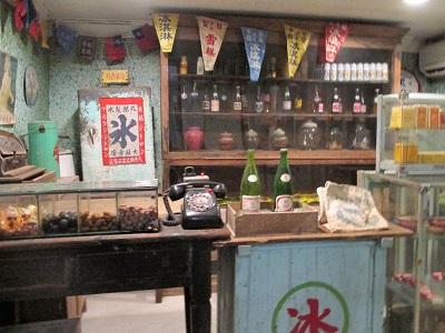 昇平戯院の売店の黒電話やお菓子