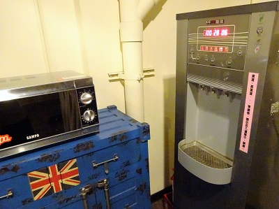 ホテルファンリンセン(趣旅館-林森館)の電子レンジとウォーターサーバー