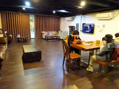 ホテルファンリンセン(趣旅館-林森館)の共有スペースでテレビや飲食