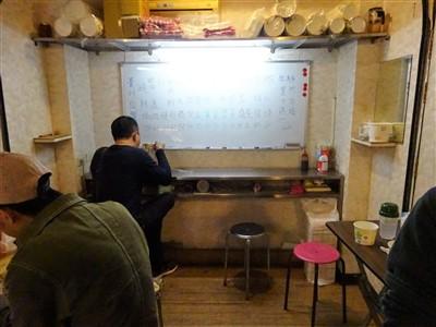 晴光意麺のイートインスペース