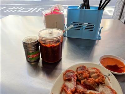 華西街鹹粥店のテーブル調味料