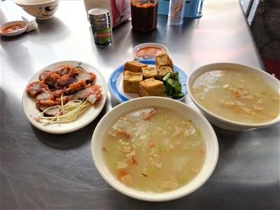 華西街鹹粥店の粥・紅焼肉・炸豆腐
