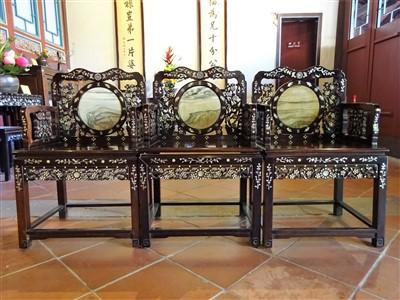 定静堂の螺鈿の椅子