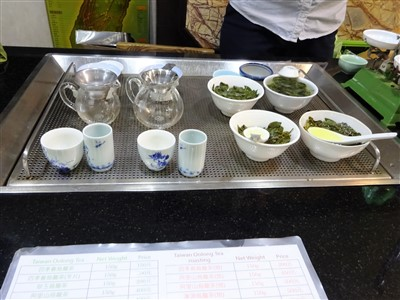 富宇茶行で台湾茶の試飲