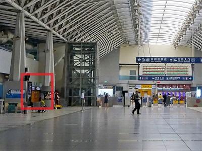 台鉄新鳥日駅(改札側)のコインロッカー