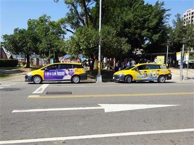 彩虹眷村(レインボービレッジ)にいるタクシー