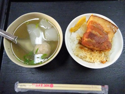 山河魯肉飯の魯肉飯と大根スープ