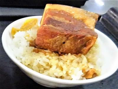 山河魯肉飯の魯肉飯の角煮