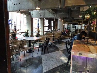 第四信用合作社の2階のテーブル席1